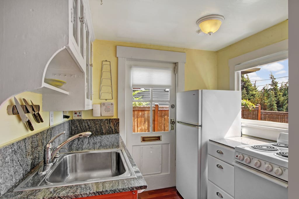 Ballard Cottage - Charming Tiny Home on Airbnb - Kitchen