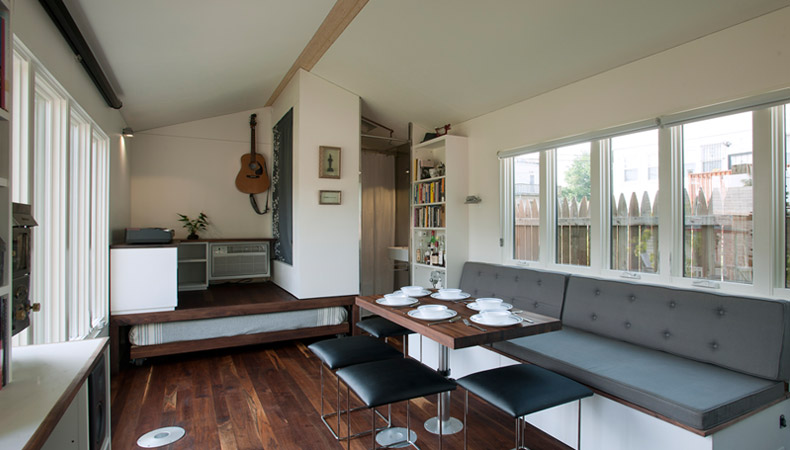 minim-house-interior-table-up