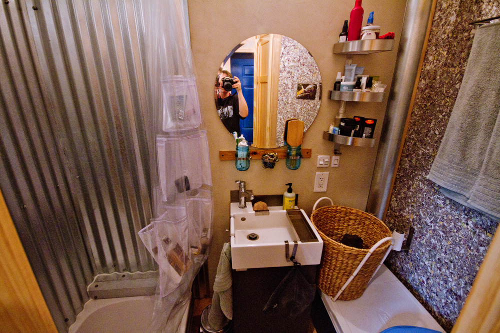 the-lucky-house-bathroom-2
