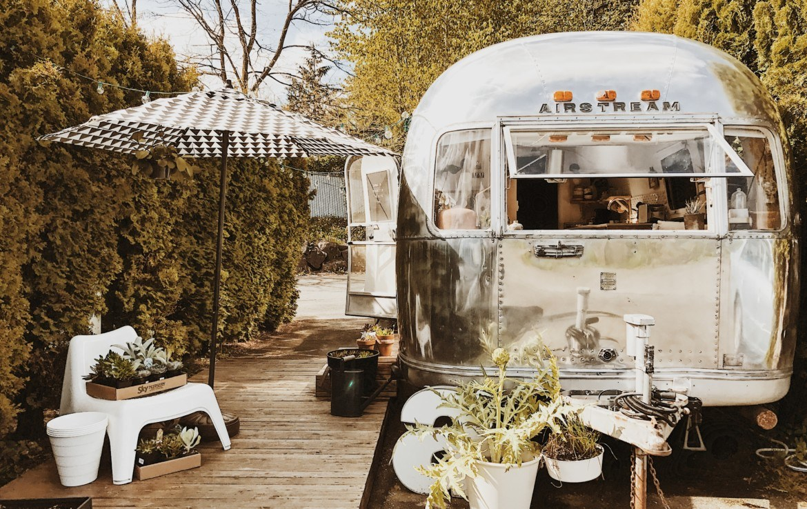 Fully Renovated 1971 Airstream Sovereign