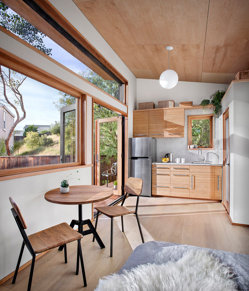 Kitchen and Dining - Compact Guest House by Avava Systems